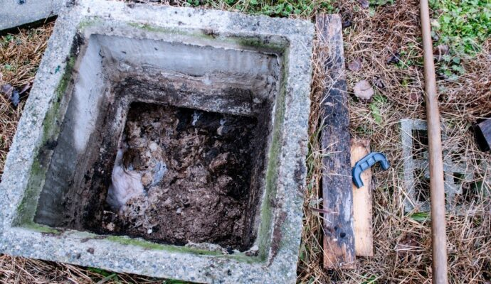 Living with septic tank-San Diego Septic Tank Repair, Installation, & Pumping Service Pros-We do septic tank pumping, tank repairs, septic tank installations, 24/7 emergency septic services, septic tank replacement, inspections, drain cleaning, high velocity water jetting, septic system cleaning, pump-outs, septic tank maintenance, and more