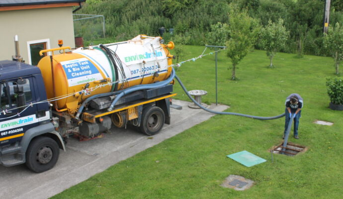 Septic tank cleaning near me SanDiego-San Diego Septic Tank Repair, Installation, & Pumping Service Pros-We do septic tank pumping, tank repairs, septic tank installations, 24/7 emergency septic services, septic tank replacement, inspections, drain cleaning, high velocity water jetting, septic system cleaning, pump-outs, septic tank maintenance, and more