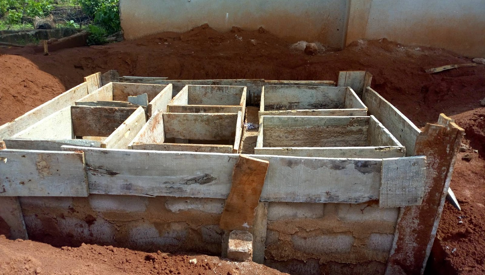 Septic tank cost-San Diego Septic Tank Repair, Installation, & Pumping Service Pros-We do septic tank pumping, tank repairs, septic tank installations, 24/7 emergency septic services, septic tank replacement, inspections, drain cleaning, high velocity water jetting, septic system cleaning, pump-outs, septic tank maintenance, and more