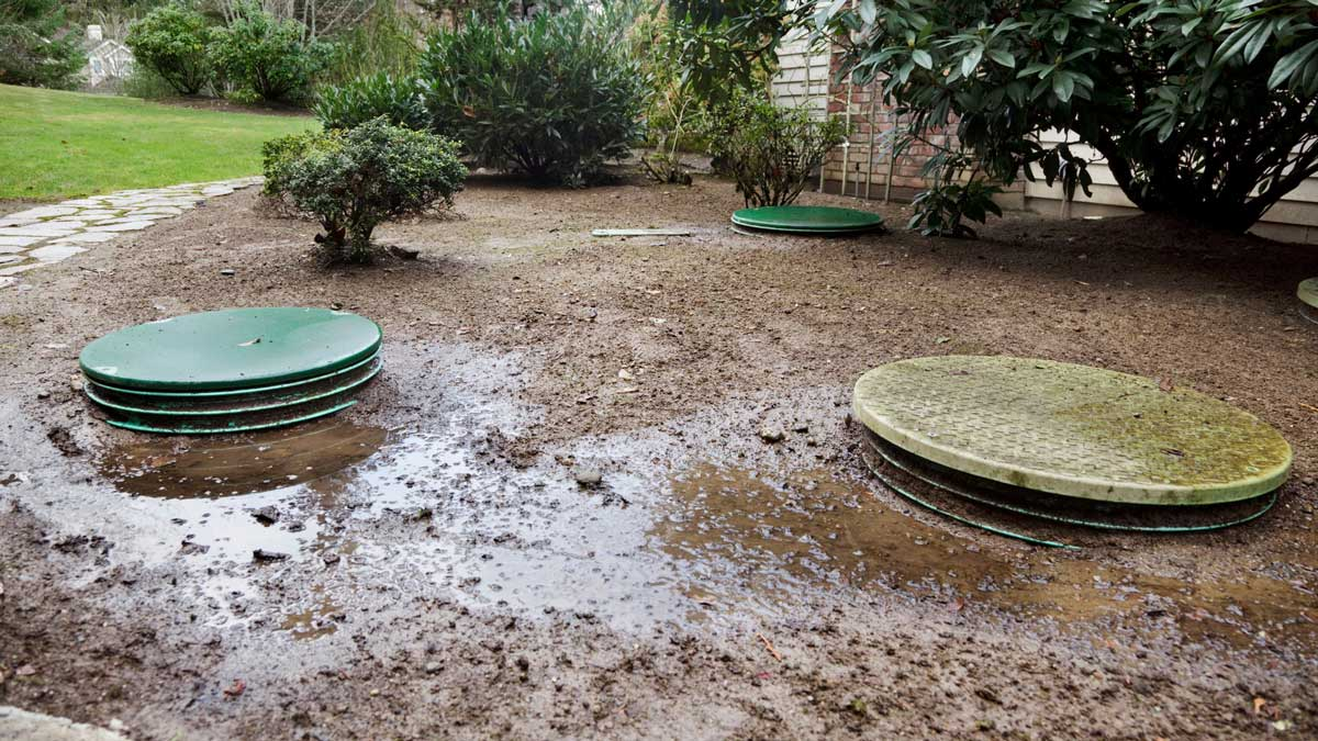 Septic tank leaking-San Diego Septic Tank Repair, Installation, & Pumping Service Pros-We do septic tank pumping, tank repairs, septic tank installations, 24/7 emergency septic services, septic tank replacement, inspections, drain cleaning, high velocity water jetting, septic system cleaning, pump-outs, septic tank maintenance, and more